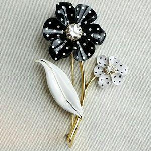 Jewelry - Vintage Flower Brooch